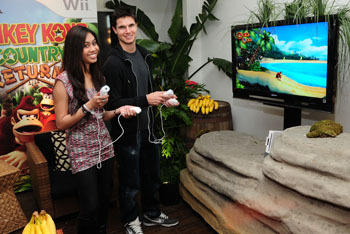 Robbie Amell and Ashley Argota