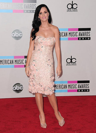 Katy Perry looks great in pink sequins