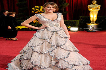The stunning teen debuts a more mature look at the Oscars in 2009
