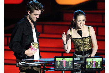 Kristen Stewart and Robert Pattinson at the MTV Movie Awards 2010