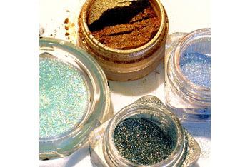Gorgeous glittery makeup!