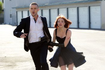 Justin Timberlake (Will Salas) and Amanda Seyfried (Sylvia Weis) are on the run