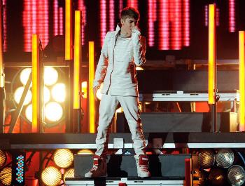 Justin Bieber's 'Under the Mistletoe' Performance