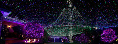 THE RICHARDS' FAMILY HOME IS DECORATED WITH OVER 300,000 CHRISTMAS LIGHTS!