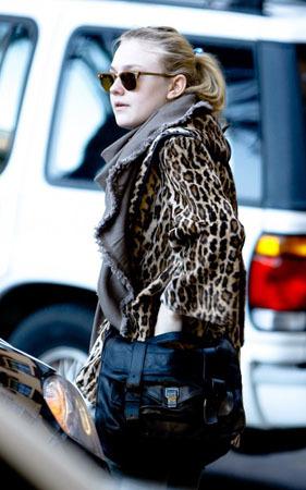 Dakota looks lovely in leopard