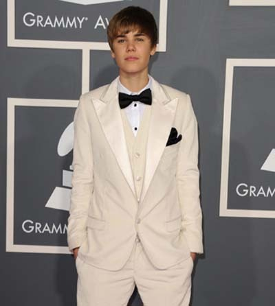 Justin Bieber looked just great in a white velvet tux
