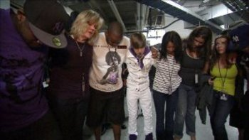 Justin Bieber praying before the show