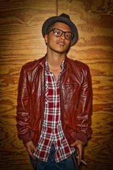 Bruno Mars geek chic style