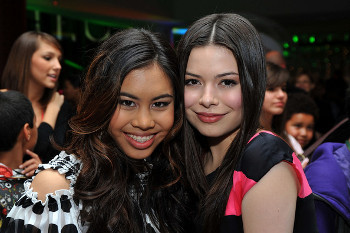 Ashley hanging with Miranda Cosgrove