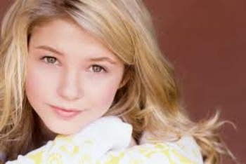 Stefanie Scott plays Lexi Reed on A.N.T. Farm