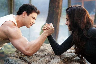 Vamp Bella vs. Emmett (Kellan Lutz)