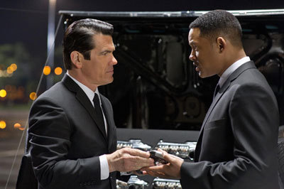 Agent J (Will) with young Agent K (Josh Brolin)