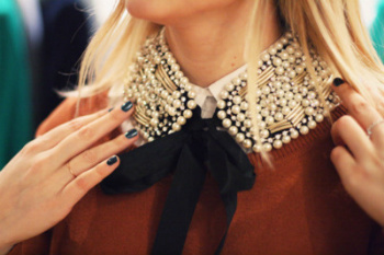 Pearl Collars to Add That Classy Touch