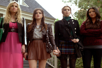 Pretty Little Liars: Season 2, Episode 23 :: Eye of the Beholder