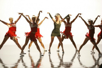 Glee: Season 3, Episode 17 :: Dance with Somebody