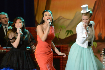 Glee: Season 3, Episode 19 :: Prom-a-saurus
