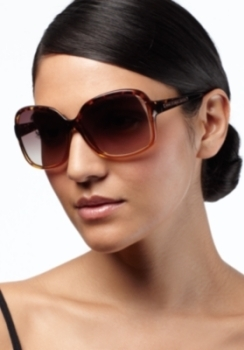 Add angles to a round or oval face with rectangle-shaped sunglasses