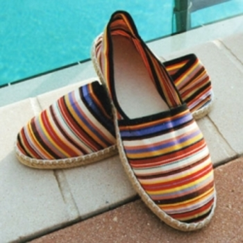 Traditional style espadrilles with stripes