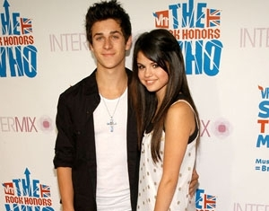 Selena Gomez and David Henrie look coordinated and conservative in black and white with a touch of silver (and a touch of romance, too!)