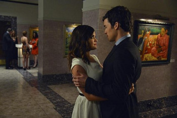 Aria discovers that Ezra comes from a wealthy family