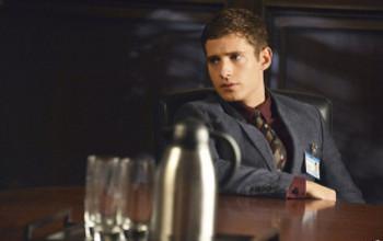 Wren convinces Hanna to appeal to Mona's doctors