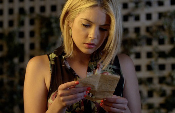 Hanna finds a note for Emily from Maya
