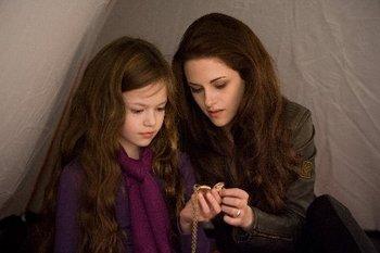 Bella (Kristen Stewart) and daughter Renesmee (Mackenzie Foy)