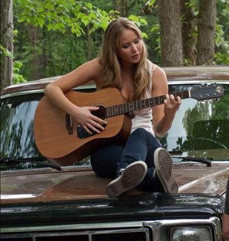 Elissa (Jennifer) sings a love song