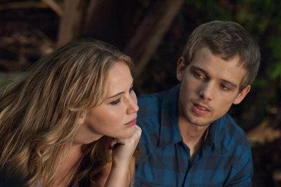 Elissa (Jennifer Lawrence) and Ryan (Max) make friends