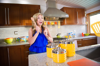 Jennette gets crazy in the kitchen!