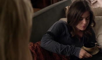 Meredith uses Aria's flu to get close to her