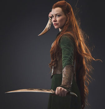 Tauriel with her daggers