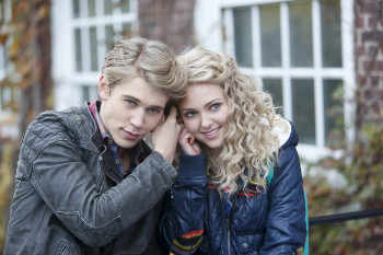 Austin and AnnaSophia Robb in The Carrie Diaries.