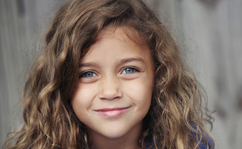 Mimi plays Lexie in Safe Haven