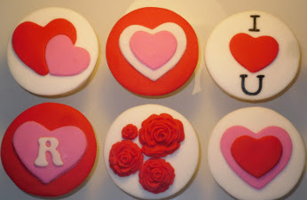 You can add personalized touches to cookies