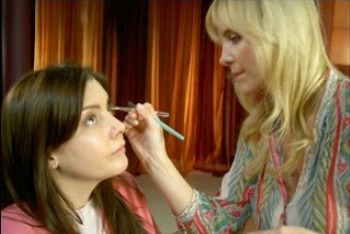 Carmindy Using Her Make-up Techniques