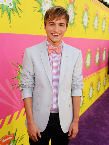 Lucas Cruikshank went with classic geek chic