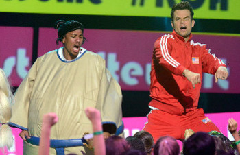 Josh Duhamel and Nick Cannon bust a move