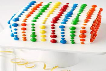 Decorating a rainbow cake