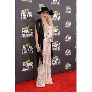 Ke$sha looks like she got dressed in the dark. Yikes.