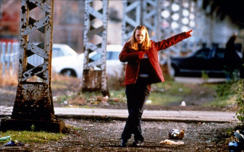 Julia Stiles goes from formal to freestyle in Save the Last Dance