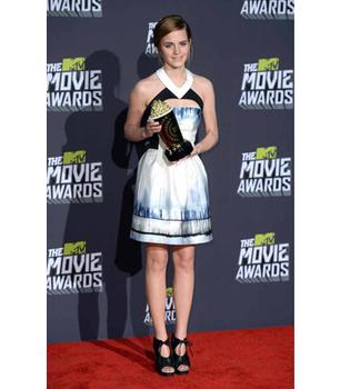 Emma Watson looks gorgeous accepting her Trailblazer award!