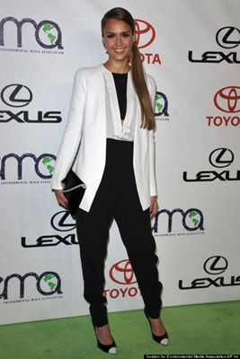 Jessica Alba mixes it up with some tomboy style