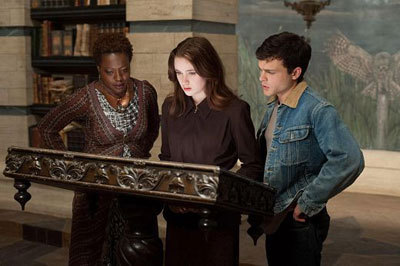 Amma (Viola Davis) Lena and Ethan with the Book of Moons
