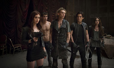 The Shadowhunters in Hotel Du Mort