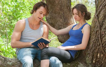 Luke Bracey and Liana Liberato as Dawson and Amanda