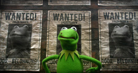 Kermit is mistaken for a bad guy!