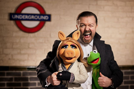 Miss Piggy and Kermit with Ricky Gervais