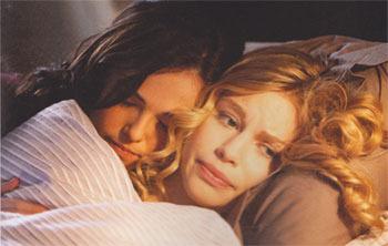Rose and Lissa bestie cuddle