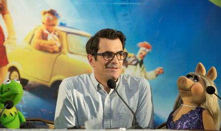 Constantine listens while Ty Burrell flatters Miss Piggy